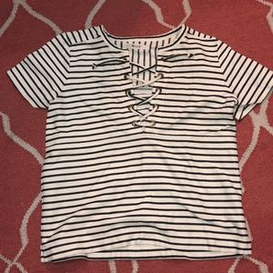 Made well striped tshirt lace up
